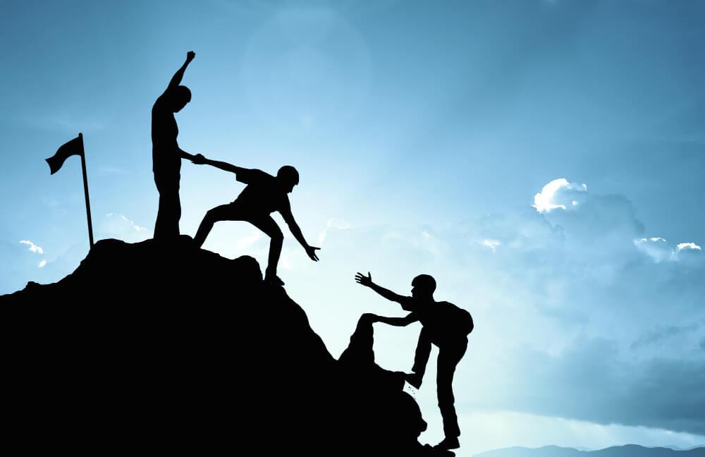 escalada-ajudando-equipe-trabalho-sucesso-conceito